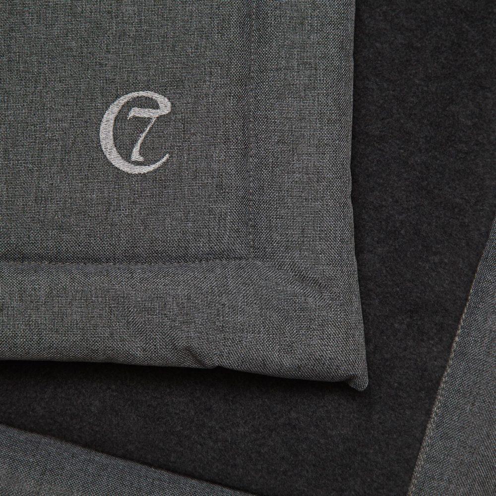 cloud7-dog-blanket-mid-grey-waterproof-grey-fleece-detail-logo